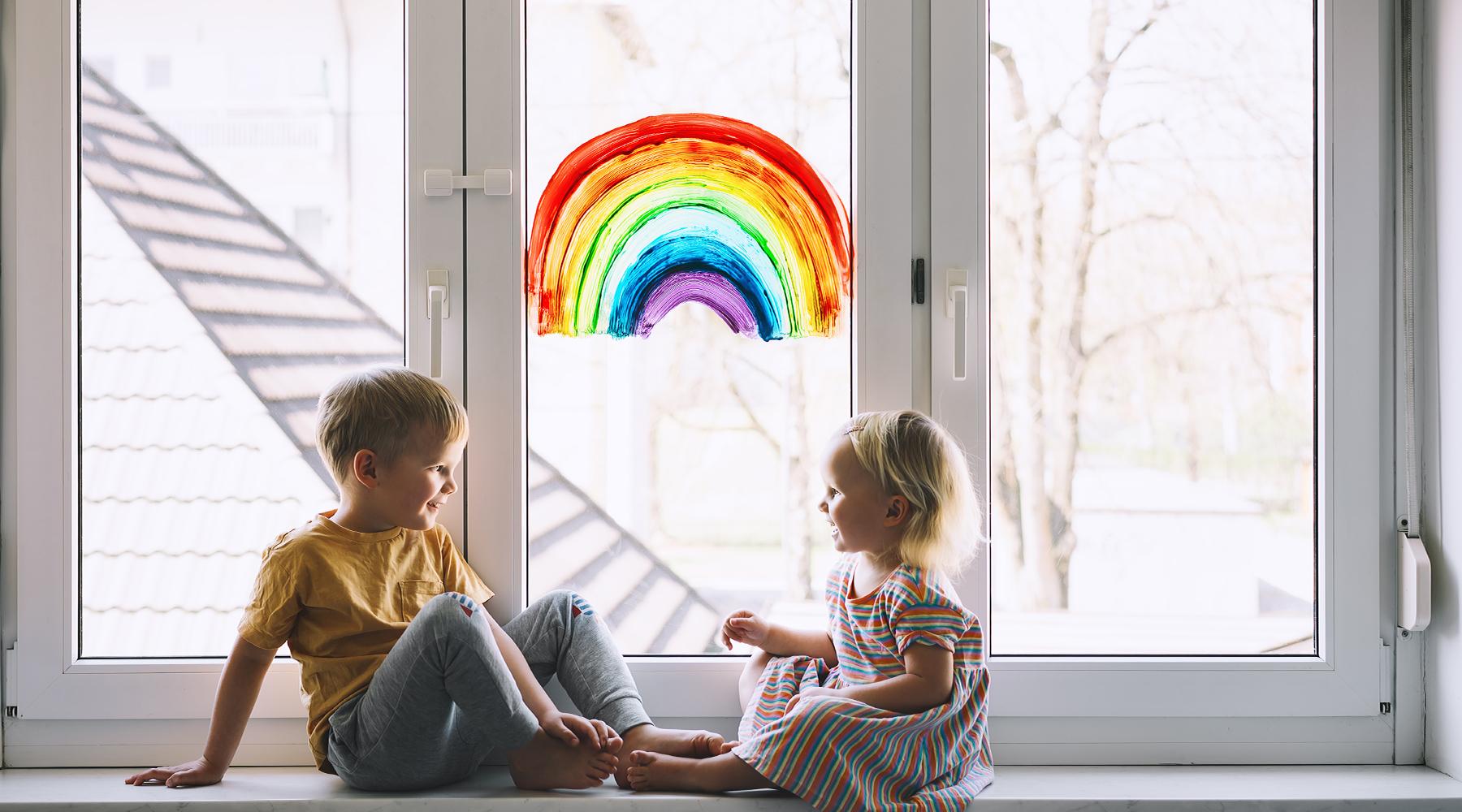 Regnbuen i barnehager har blitt et symbol under korona som forteller oss at alt blir bra