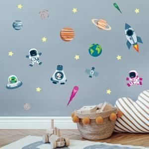 Pynt veggen med planeter og raketter